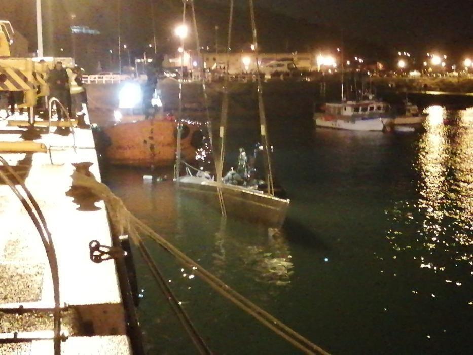 Agentes achican agua del narcosubmarino