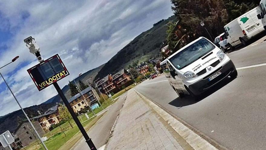 Veïns de Llívia protesten contra el radar de trànsit