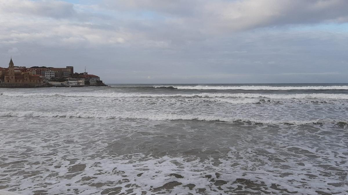 Archivo - Playa de San Lorenzo, Gijón (Archivo)