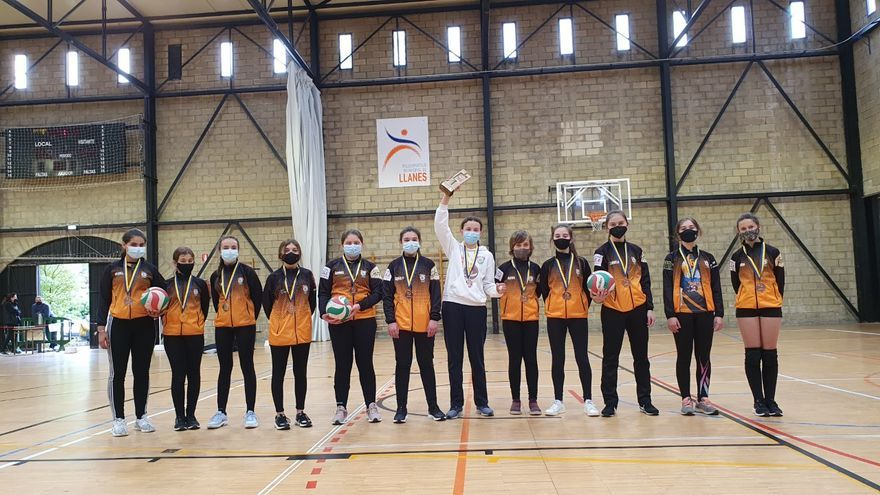 El voleibol llanisco pide más disponibilidad de horario en las instalaciones deportivas municipales