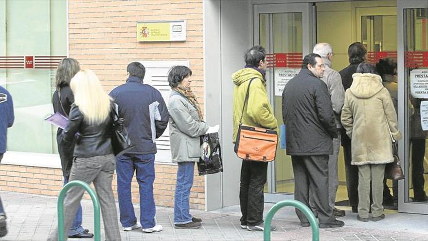 CCOO y UGT alertan de nuevos recortes en las ayudas al paro
