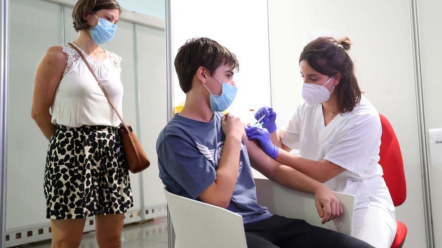 Cómo afecta la vacuna del covid-19 a los adolescentes alérgicos