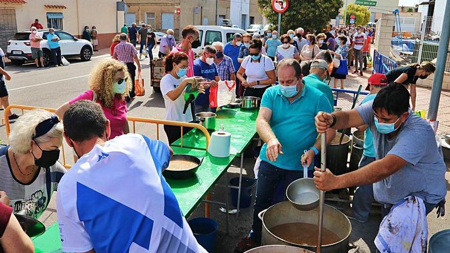 Les Alqueries reparte 2.000 calderas para llevar en fiestas