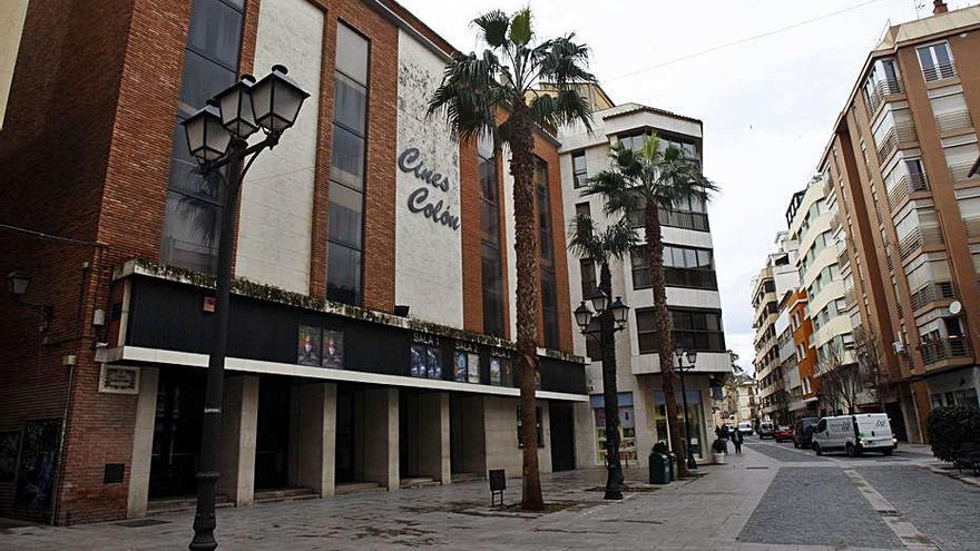 Alzira sondea la fórmula del mecenazgo para convertir el cine Colón en centro cultural