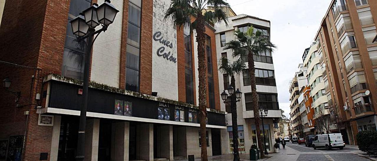 Fachada de los antiguos Cines Colón de Alzira. | VICENT M. PASTOR