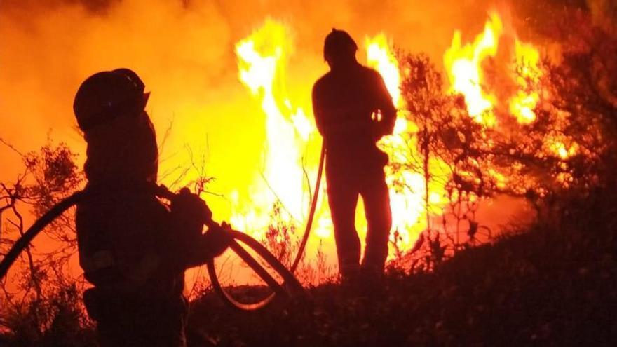 Un incendio calcina 90 hectáreas en Santa Cruz de Abranes y Rihonor