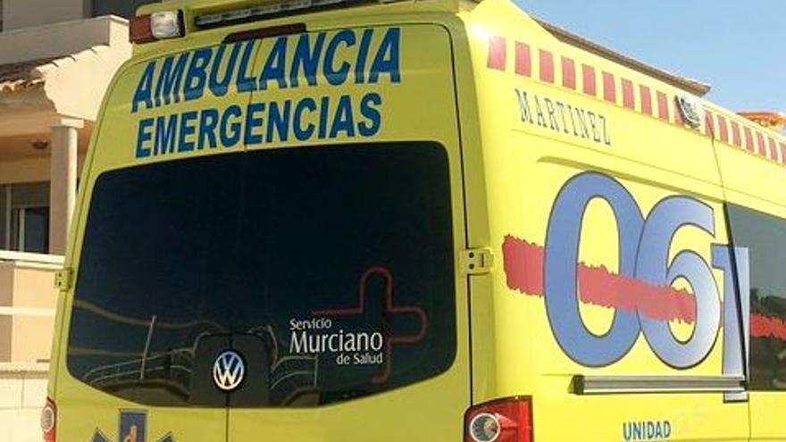Herido un hombre de 69 años en un accidente entre una moto y un camión en El Esparragal