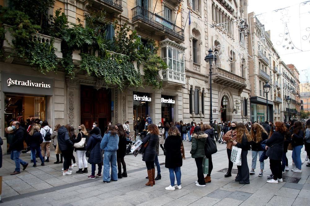 Gran afluència de persones al centre de Barcelona