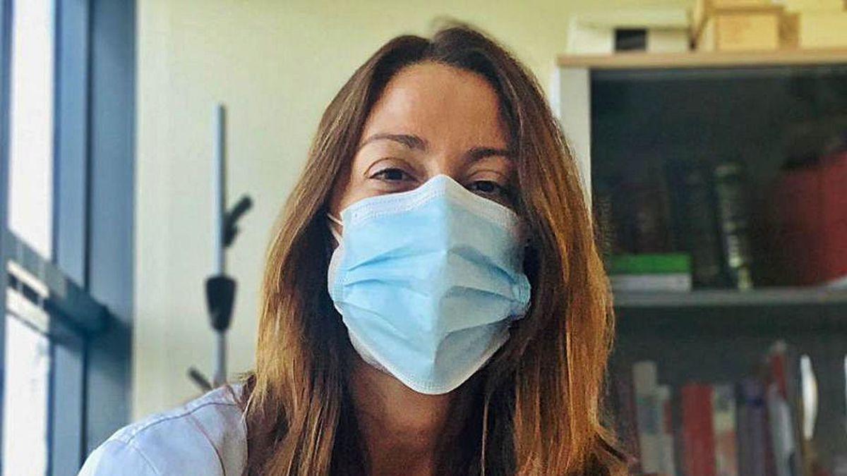 La doctora Mar Castellanos, ayer, en su consulta del Chuac.