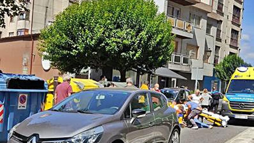 Atropellan a una mujer en un paso de peatones en la Avenida Castelao