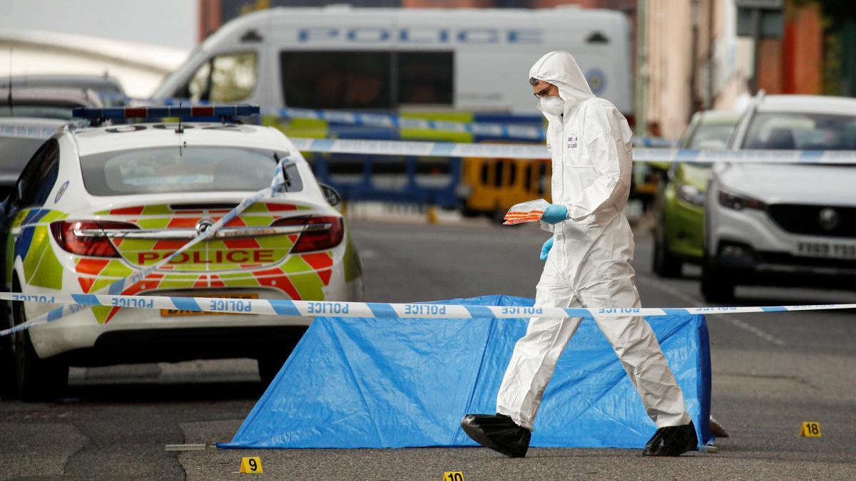 Un forense treballant al lloc dels fets, a Birmingham |