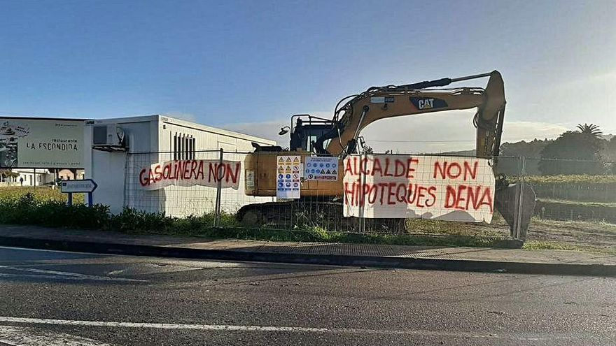 """Un grupo de vecinos protesta contra la instalación de una gasolinera """"low cost"""""""