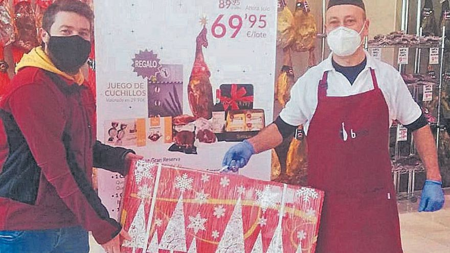 Embutidos Ballesteros alegra la Navidad a sus clientes