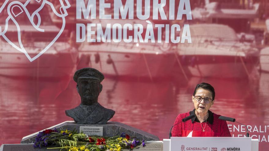 Homenaje a las víctimas de la Guerra Civil en el puerto de Alicante
