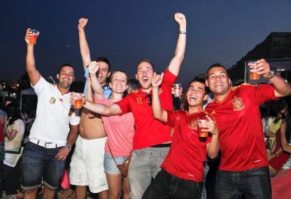 Cientos de personas festejan en Las Playas el pase a semifinales