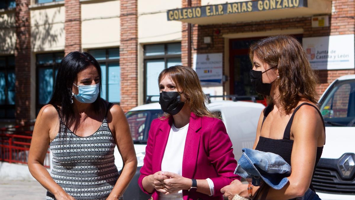 Visita de la consejera de Educación al Arias Gonzalo de Zamora capital.
