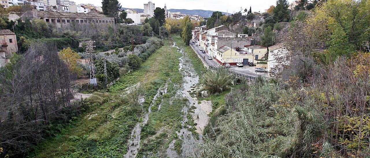 Imatge panoràmica del riu Clariano al seu pas per Ontinyent, en una imatge d'arxiu    PERALES IBORRA