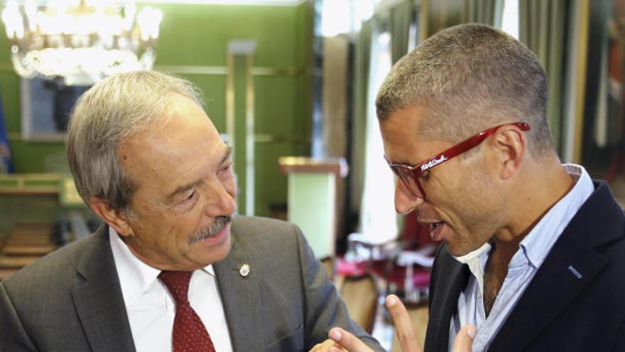 Honores en el Consistorio para Alberto Suárez Laso