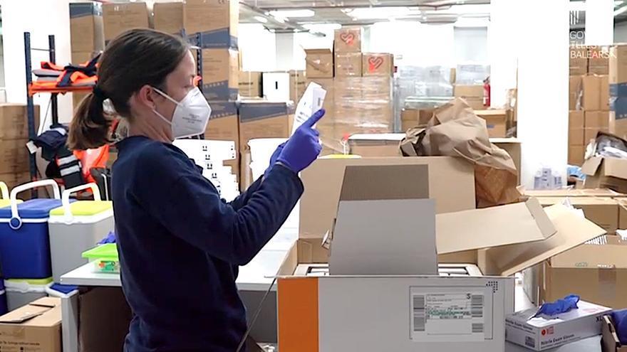Llegada a Baleares de vacunas de Moderna y de Astrazeneca