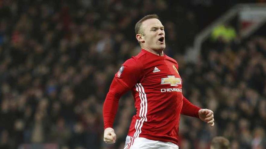 Rooney se pone al lado de Charlton