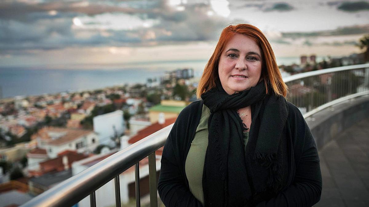 Luz Marina Rodríguez, portavoz de Todas somos Guaci, posa en el Mirador de Vistabella.