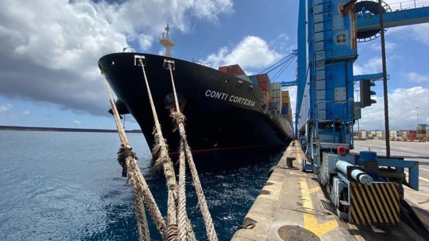 Dos buques desviados de Suez por Sudáfrica mueven 5.800 contenedores en Las Palmas