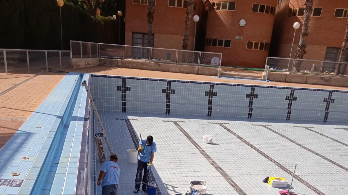 Ponen a punto las piscinas municipales para su apertura