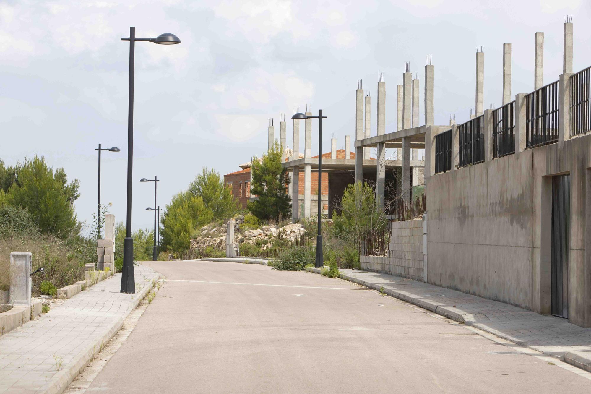 Urbanización la Besana paralizada desde 2008, en l'Énova.