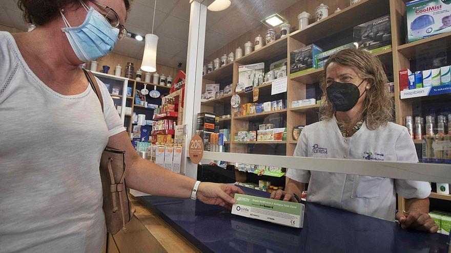 Los test rápidos agotan sus primeras existencias tras llegar a las farmacias