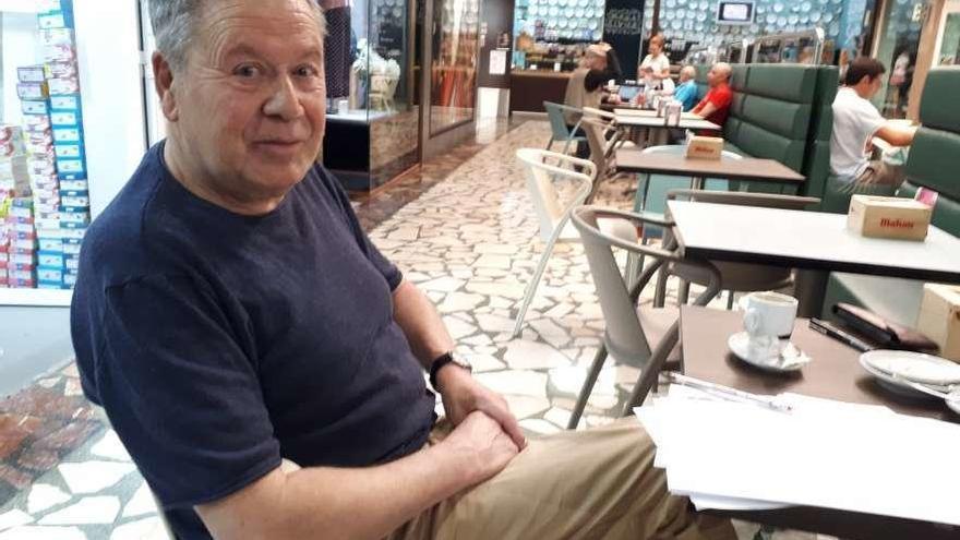 El poeta focense Xavier Rodríguez Baixeras gana el 'Álvaro Cunqueiro'