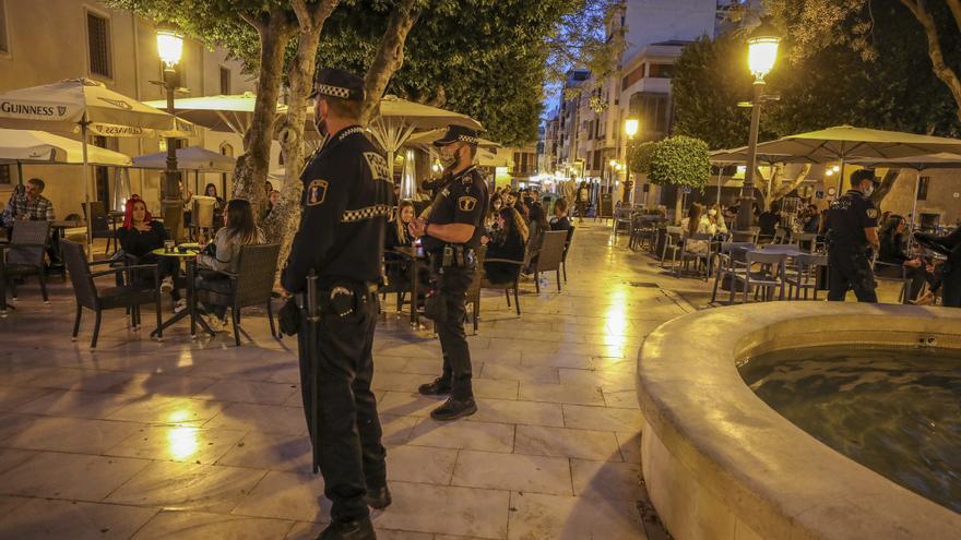 El alcalde convoca a los mandos policiales para establecer el protocolo por el inminente toque de queda