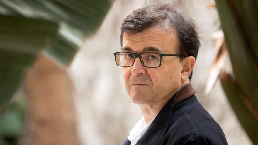 Cercas descarta querellarse por el bulo que le atribuye pedir una intervención militar en Cataluña