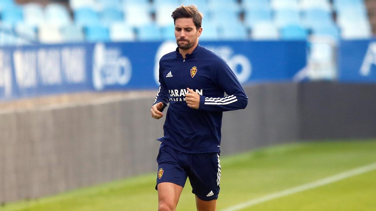Adrián González, en un entrenamiento en La Romareda.