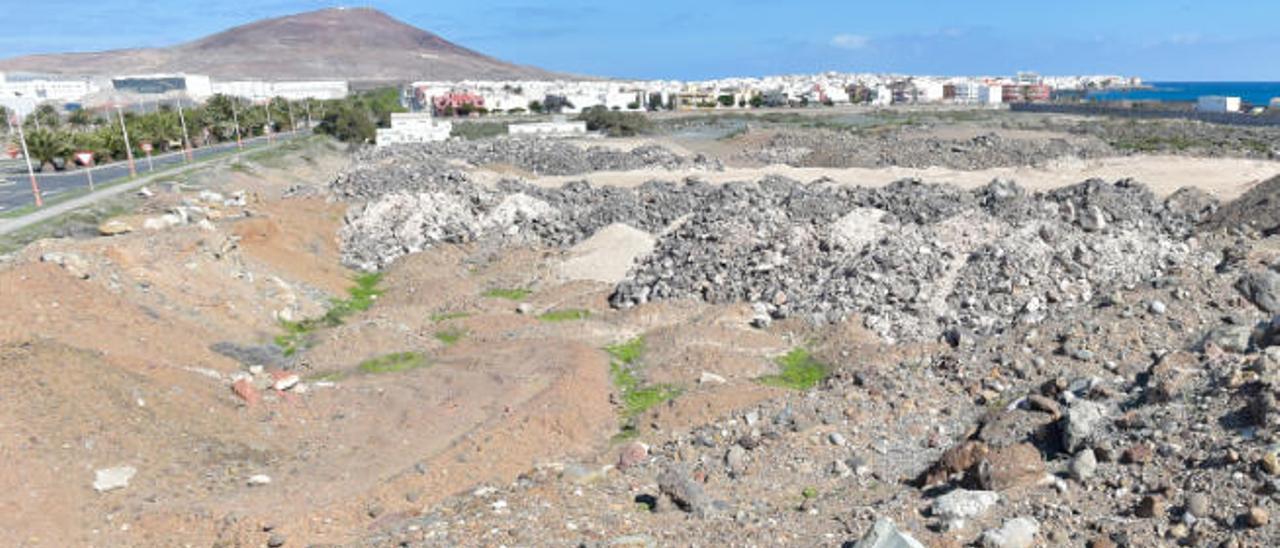 El Puerto traslada áridos de Arinaga a La Isleta para rellenar La Esfinge