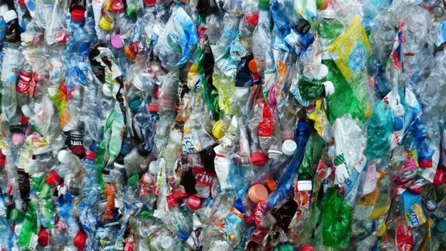Ganar puntos para compras y servicios reciclando envases