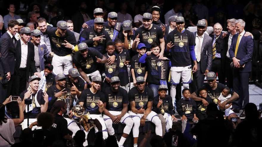 Los Warriors barren a Cavaliers y revalidan título de campeones de la NBA
