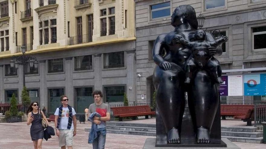 """Roban en París la """"hermana pequeña"""" de """"La Gorda"""" de Fernando Botero"""