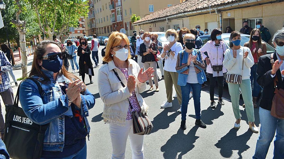 Asistentes a la concentración de ayer en Benavente. | E. P.