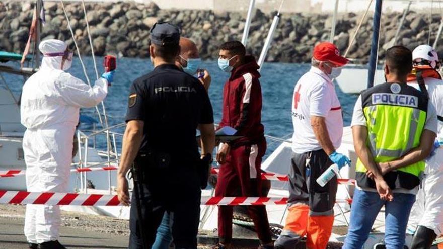 Salvamento rescata a otros 60 inmigrantes a unos 20 Km al sur de Fuerteventura