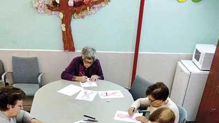 AFAMO trabaja para retardar el deterioro del alzhéimer con talleres en O Morrazo