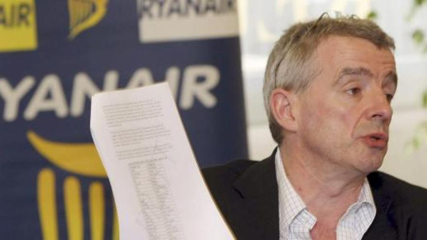 Ryanair anuncia que podría obligar a llevar mascarilla a los pasajeros hasta 2022
