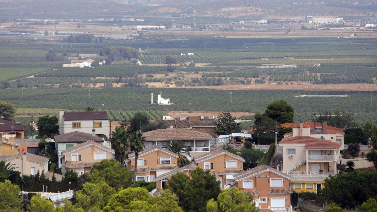 Chalés en la urbanización de Calicanto.
