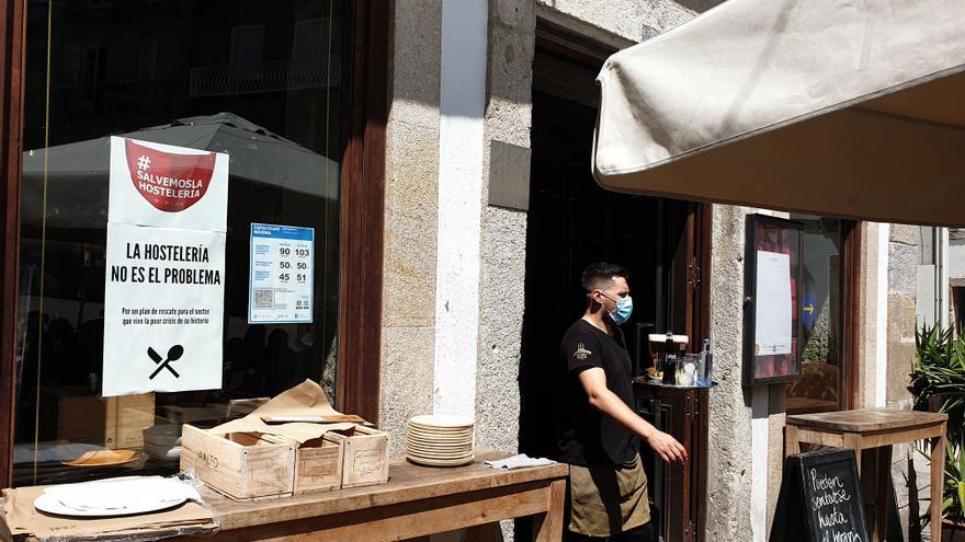La Xunta reducirá aforos en los bares el martes si no recibe el aval del TSXG