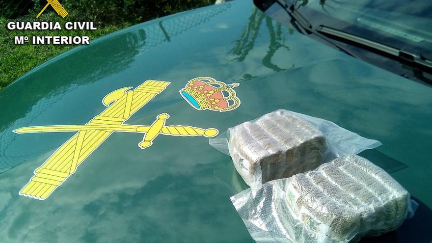 Detenido un vecino de A Cañiza con un kilo de hachís en su vehículo