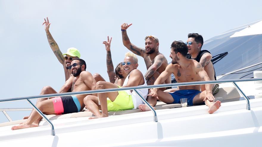 Neymar pasa sus vacaciones en un yate de 60.000 euros a la semana