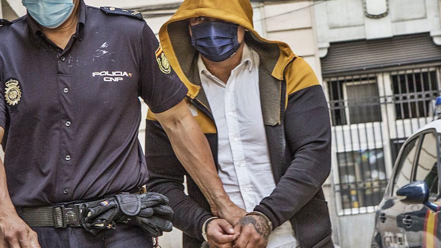 Juzgan al acusado de matar y robar a un octogenario que le invitó a su casa en Alicante