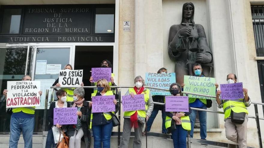 Quince años de cárcel para el violador de Murcia que dejó a su hija embarazada