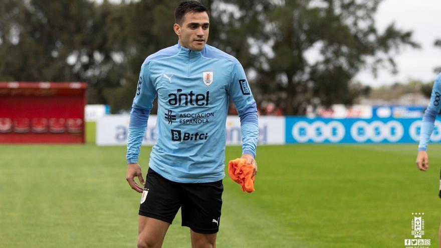 Maxi recibe de nuevo la llamada de Uruguay
