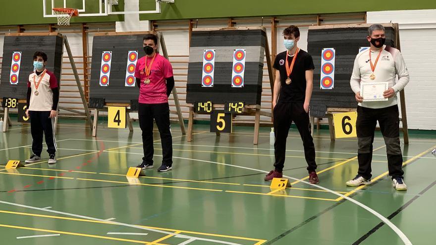 Un oro y dos bronces para los arqueros zamoranos en el Campeonato de Castilla y León de arco en sala júnior, absoluto y veterano