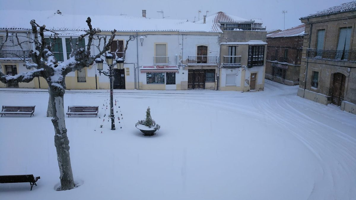 La plaza de Fuentesaúco, cubierta de nieve